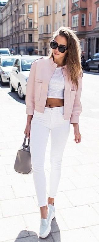 Un blouson aviateur à porter avec un jean skinny blanc: Pense à associer un blouson aviateur avec un jean skinny blanc pour une tenue confortable aussi composée avec goût. Termine ce look avec une paire de des baskets à enfiler blanches.