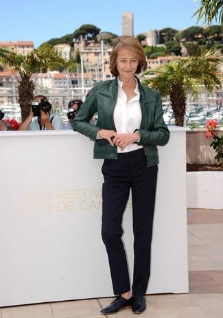 Blouson aviateur vert fonce chemise de ville blanche pantalon de costume noir chaussures richelieu noires large 13311