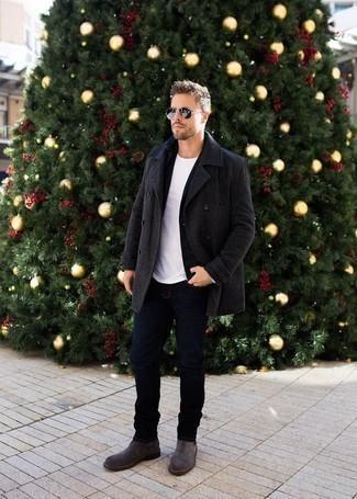 Comment porter un blazer: Associer un blazer avec un jean bleu marine est une option avisé pour une journée au bureau. Habille ta tenue avec une paire de des bottines chelsea en daim gris foncé.