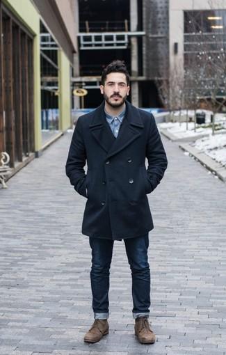 Comment porter: caban bleu marine, chemise en jean bleue, jean bleu marine, bottes de loisirs en cuir marron