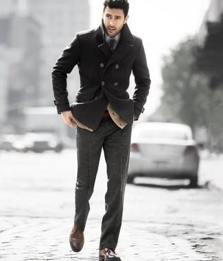 Pense à porter un cardigan marron clair et un pantalon de costume en laine gris foncé pour une silhouette classique et raffinée. Une paire de des chaussures brogues en cuir brunes foncées apportera un joli contraste avec le reste du look.