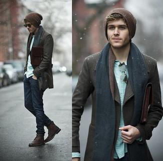 Pense à harmoniser un caban brun foncé avec un jean bleu marine pour achever un look habillé mais pas trop. Une paire de des bottes en cuir bordeaux est une option judicieux pour complèter cette tenue.