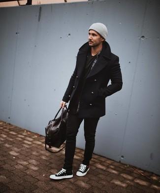 Comment porter: caban noir, chemise à manches longues écossaise gris foncé, t-shirt à col rond noir, jean skinny noir