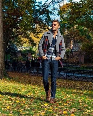 Comment porter un t-shirt à manche longue et col boutonné: Essaie de marier un t-shirt à manche longue et col boutonné avec un jean bleu marine pour un déjeuner le dimanche entre amis. Une paire de des bottes de loisirs en cuir marron est une façon simple d'améliorer ton look.