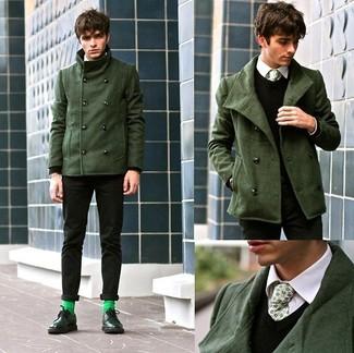 Comment porter: caban vert foncé, gilet en laine noir, chemise de ville blanche, pantalon chino noir