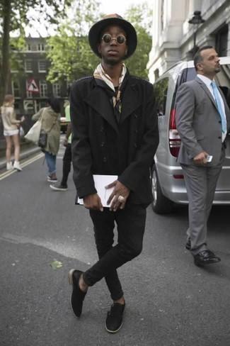Comment porter un chapeau en laine gris foncé: Pense à marier un caban noir avec un chapeau en laine gris foncé pour une tenue idéale le week-end. Termine ce look avec une paire de des double monks en cuir noirs pour afficher ton expertise vestimentaire.