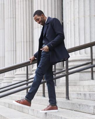 Essaie de marier un pull à col en v gris foncé hommes Maerz avec un jean bleu marine pour une tenue confortable aussi composée avec goût. Une paire de des baskets basses en cuir marron est une option génial pour complèter cette tenue.