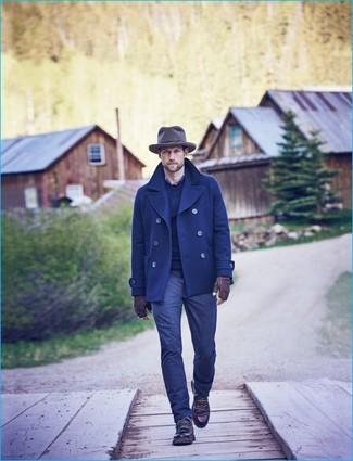 Comment porter: caban bleu marine, pull à col rond bleu marine, chemise à manches longues écossaise bleu marine, jean bleu marine