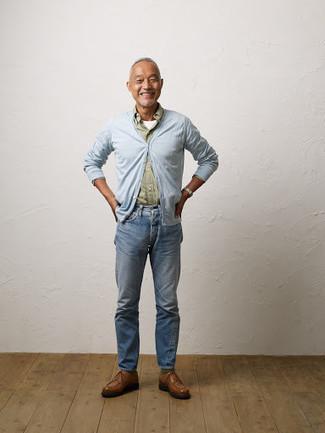 Comment porter un cardigan bleu clair: Essaie de marier un cardigan bleu clair avec un jean bleu clair pour obtenir un look relax mais stylé. Ajoute une paire de des chaussures derby en cuir marron à ton look pour une amélioration instantanée de ton style.