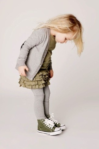 Comment porter: cardigan gris, robe olive, leggings gris, baskets olive