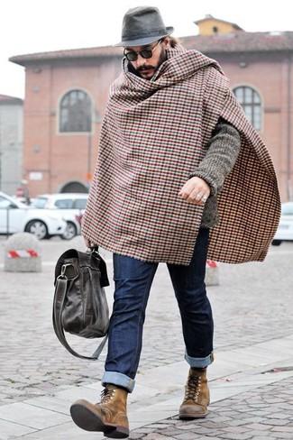 Comment porter une écharpe en vichy marron: Porte un cardigan en tricot gris et une écharpe en vichy marron pour un look idéal le week-end. Jouez la carte classique pour les chaussures et complète cet ensemble avec une paire de des bottes de loisirs en cuir marron.