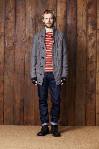 Comment porter des gants en laine bleu marine: Essaie d'associer un cardigan en tricot gris foncé avec des gants en laine bleu marine pour un look idéal le week-end. Jouez la carte classique pour les chaussures et fais d'une paire de des bottes de loisirs en cuir marron foncé ton choix de souliers.