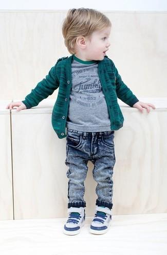 Comment porter: cardigan vert foncé, t-shirt gris, jean bleu, baskets blanches