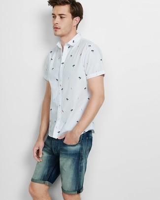 Comment porter: chemise à manches courtes imprimée blanche, short en denim bleu marine