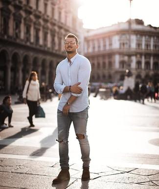 Comment porter: chemise à manches longues blanche, jean skinny déchiré gris, bottes de loisirs en daim marron, montre argentée