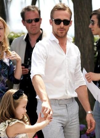 Tenue de Ryan Gosling: Chemise à manches longues blanche, Pantalon de costume gris