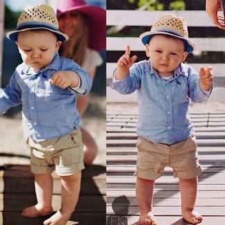 Comment porter: chemise à manches longues bleu clair, short marron clair, chapeau beige