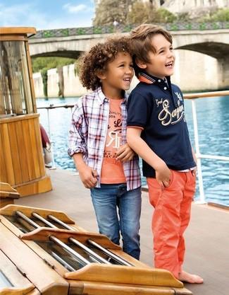 Comment porter: chemise à manches longues écossaise blanc et rouge, t-shirt imprimé orange, jean bleu
