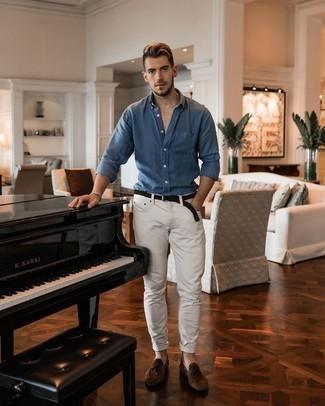 Comment porter un bracelet gris: Harmonise une chemise à manches longues bleue avec un bracelet gris pour une tenue idéale le week-end. Jouez la carte classique pour les chaussures et choisis une paire de mocassins à pampilles en daim marron.