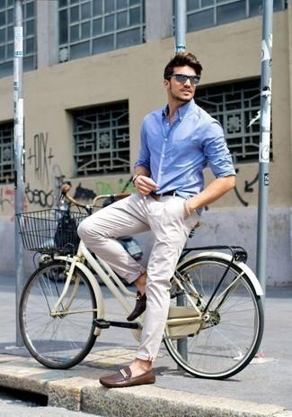 Comment porter une chemise à manches longues avec des mocassins: Opte pour une chemise à manches longues avec un pantalon chino beige pour une tenue idéale le week-end. Assortis ce look avec une paire de des mocassins.