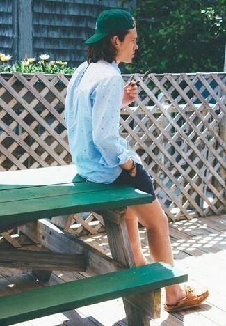 Comment porter des lunettes de soleil marron à l'adolescence: Pour une tenue aussi confortable que ton canapé, pense à porter une chemise à manches longues á pois bleu clair et des lunettes de soleil marron. Termine ce look avec une paire de des chaussures bateau en cuir tabac pour afficher ton expertise vestimentaire.