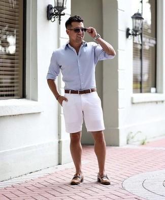 Comment porter des lunettes de soleil violettes: Opte pour une chemise à manches longues bleu clair avec des lunettes de soleil violettes pour une tenue relax mais stylée. Une paire de des slippers en cuir marron rendra élégant même le plus décontracté des looks.