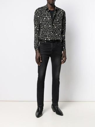 Comment porter: chemise à manches longues à étoiles noire et blanche, t-shirt à col rond noir, jean noir, bottines chelsea en cuir noires