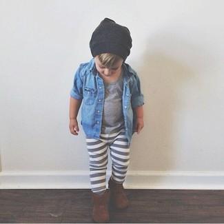 Comment porter: chemise à manches longues en denim bleue, t-shirt gris, pantalon de jogging gris, bottes marron