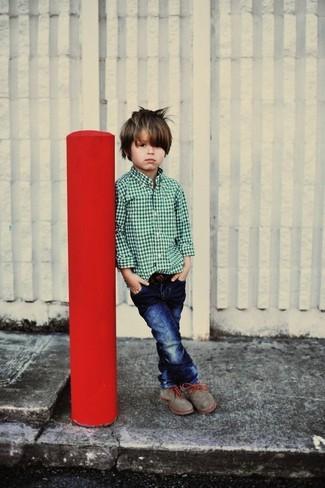 Comment porter: chemise à manches longues verte, jean bleu marine, bottes grises