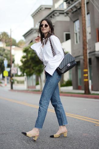 Comment porter  chemise de ville blanche, jean bleu, escarpins en daim  moutarde, 3d74a24b748