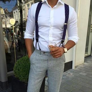 Comment porter: chemise de ville blanche, pantalon de costume en seersucker gris, bretelles bleu marine, montre en cuir marron foncé