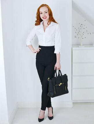 Comment porter  chemise de ville blanche, pantalon slim noir, escarpins en  cuir noirs 1be10b81a464