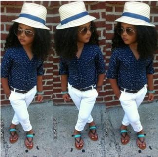 Comment porter: chemise de ville bleu marine, pantalon blanc, sandales vert menthe, chapeau blanc