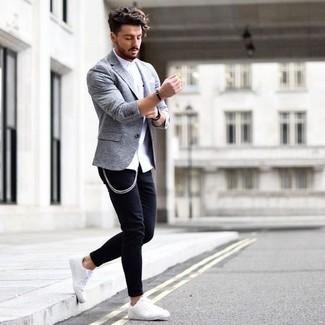 Comment porter: chemise de ville blanche, jean skinny noir, baskets basses en cuir blanches, pochette de costume blanche