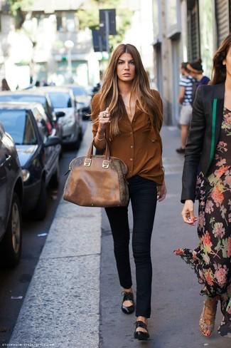 Pense à associer une chemise de ville brune avec un pantalon slim noir pour  créer un 47912a9772ec