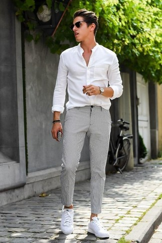 Comment porter un pantalon chino gris (40