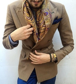 Comment porter: chemise de ville en vichy bleue, pantalon chino bleu, double monks en cuir marron, pochette de costume bleu marine