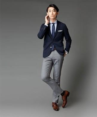 Comment porter des chaussures richelieu en cuir tabac: Porte une chemise de ville blanche et un pantalon de costume gris pour dégager classe et sophistication. Cette tenue se complète parfaitement avec une paire de des chaussures richelieu en cuir tabac.