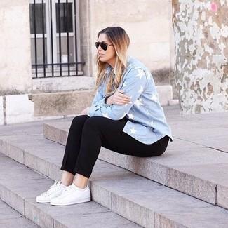 Associer une chemise en jean bleue claire avec un pantalon slim noir est  une option confortable f449f50ddccb