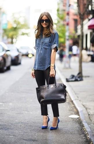 Chemise en jean bleu marine leggings noirs escarpins bleus large 899