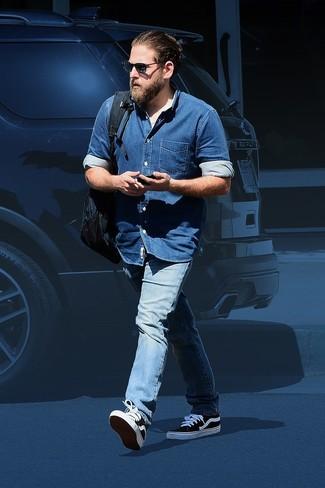 Chemise en jean bleue jean bleu clair baskets basses noires et blanches large 26287