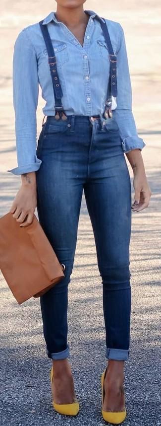 Harmonise une chemise en jean bleue claire avec un jean skinny bleu pour une tenue confortable aussi composée avec goût. Jouez la carte classique pour les chaussures et complète cet ensemble avec une paire de des escarpins en daim jaunes.