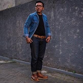 Comment porter un t-shirt à col rond noir pour un style decontractés: Essaie d'harmoniser un t-shirt à col rond noir avec un jean bleu marine pour affronter sans effort les défis que la journée te réserve. Habille ta tenue avec une paire de bottes de loisirs en cuir marron.