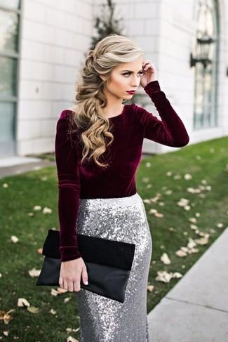 Comment porter: chemisier à manches longues en velours bordeaux, jupe crayon pailletée argentée, pochette en daim noire