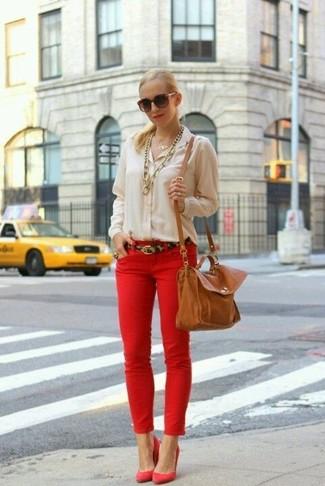 715cb504254a Comment porter des escarpins rouges avec un jean skinny rouge (3 ...