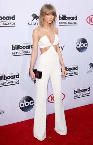 Tenue de Taylor Swift: Combinaison pantalon découpée blanche, Pochette imprimée noire