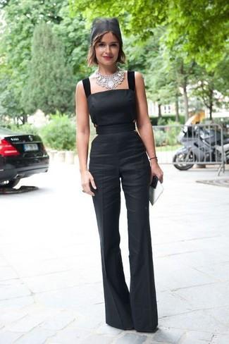 Comment porter: combinaison pantalon noire, collier argenté