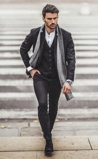 Comment porter une chemise à manches longues blanche pour un style elégantes: Harmonise une chemise à manches longues blanche avec un complet gris foncé pour dégager classe et sophistication. Une paire de des bottines chelsea en daim gris foncé est une option parfait pour complèter cette tenue.