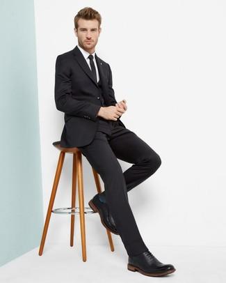 Comment porter une cravate noire: Pense à porter un complet noir et une cravate noire pour une silhouette classique et raffinée. D'une humeur audacieuse? Complète ta tenue avec une paire de des chaussures brogues en cuir noires.