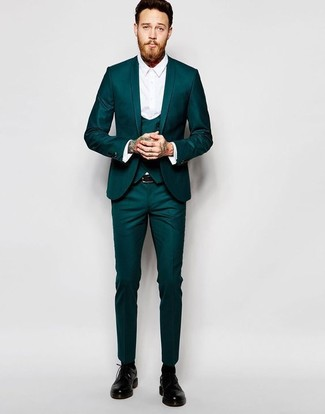 Comment porter: complet bleu canard, chemise de ville blanche, chaussures derby en cuir noires, ceinture en cuir noire